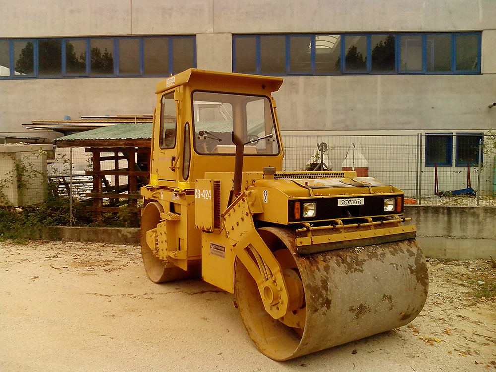 Rullo caterpillar CB424